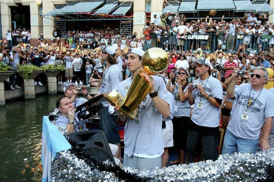 FOR METRO - Spurs' guard Manu Ginobili, of Argentina, (20) and forward Fabricio Oberto, of Argentina, (7) take part in victory parade Sunday June 17, 2007, at the River Center Lagoon (EDWARD A. ORNELAS/STAFF) Photo: EDWARD A. ORNELAS, SAN ANTONIO EXPRESS-NEWS / SAN ANTONIO EXPRESS-NEWS