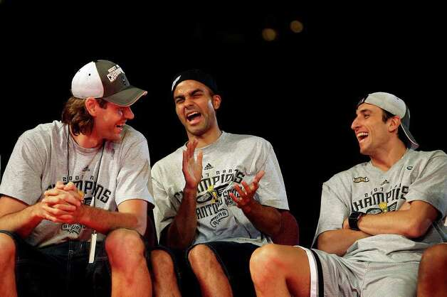San Antonio Spurs from left, Fabricio Oberto, Tony Parker and Manu Ginobili share a laugh on stage as they celebrate the team's fourth NBA Championship title at the Alamodome on Sunday, June, 17, 2007.  ( EDWARD A. ORNELAS STAFF ) Photo: EDWARD A. ORNELAS, SAN ANTONIO EXPRESS-NEWS / SAN ANTONIO EXPRESS-NEWS