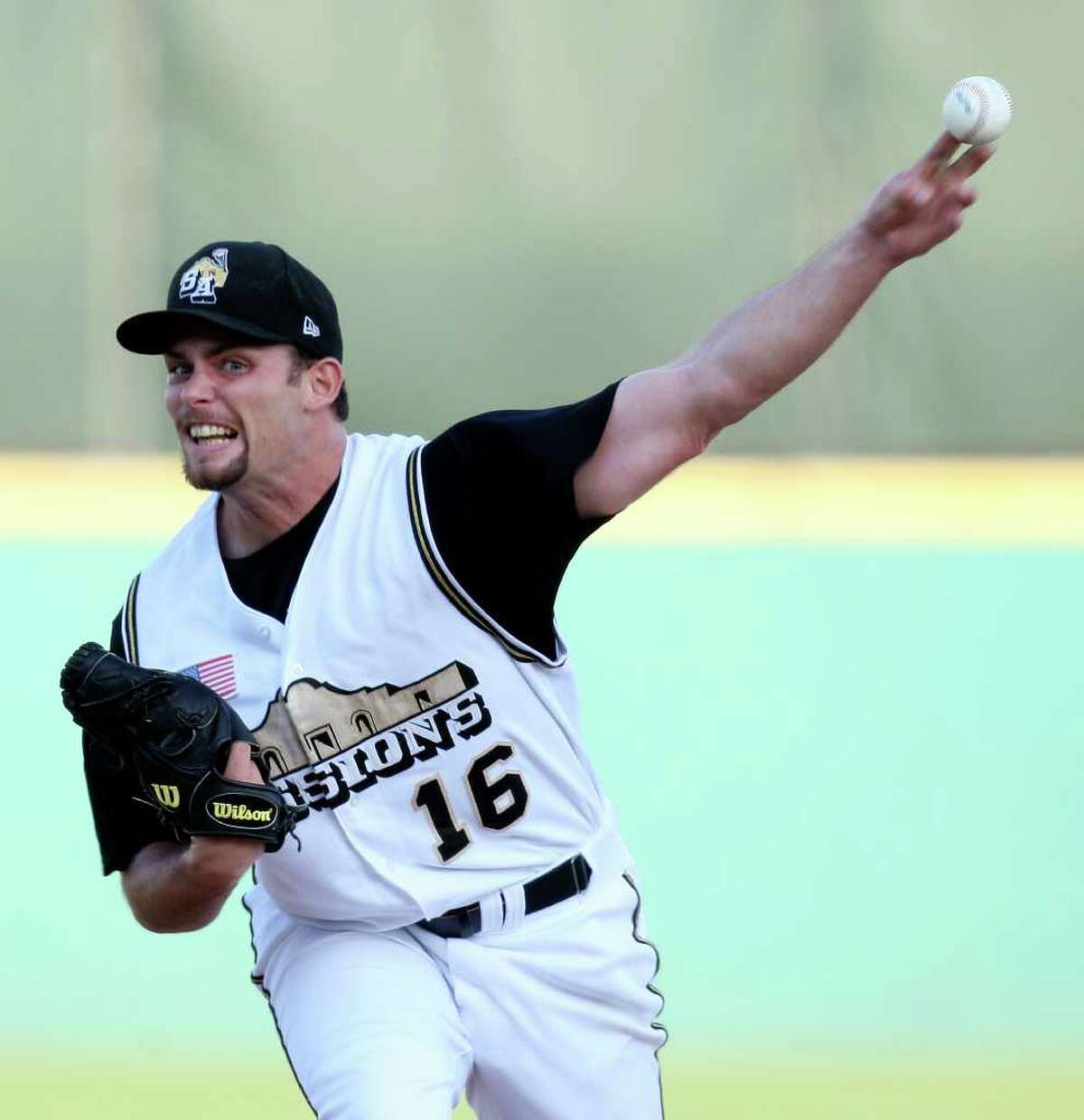Missions' Rob Musgrave pitches against the Rockhounds Thursday June 16, 2011 at Nelson Wolff Municipal Stadium. The Missions won 4-3.