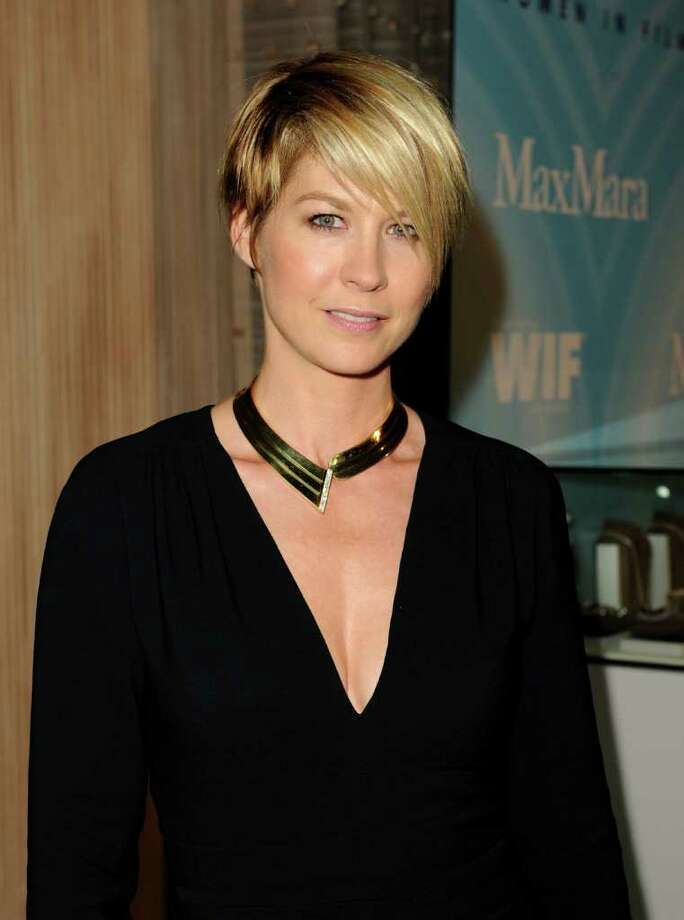 Actress Jenna Elfman arrives. Photo: Jason Merritt, Getty Images For WIF / 2011 Getty Images