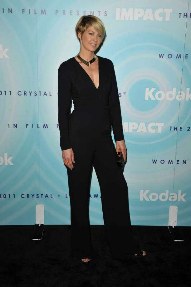 Actress Jenna Elfman arrives. Photo: John Shearer, Getty Images For Pandora Jewelry / 2011 Getty Images