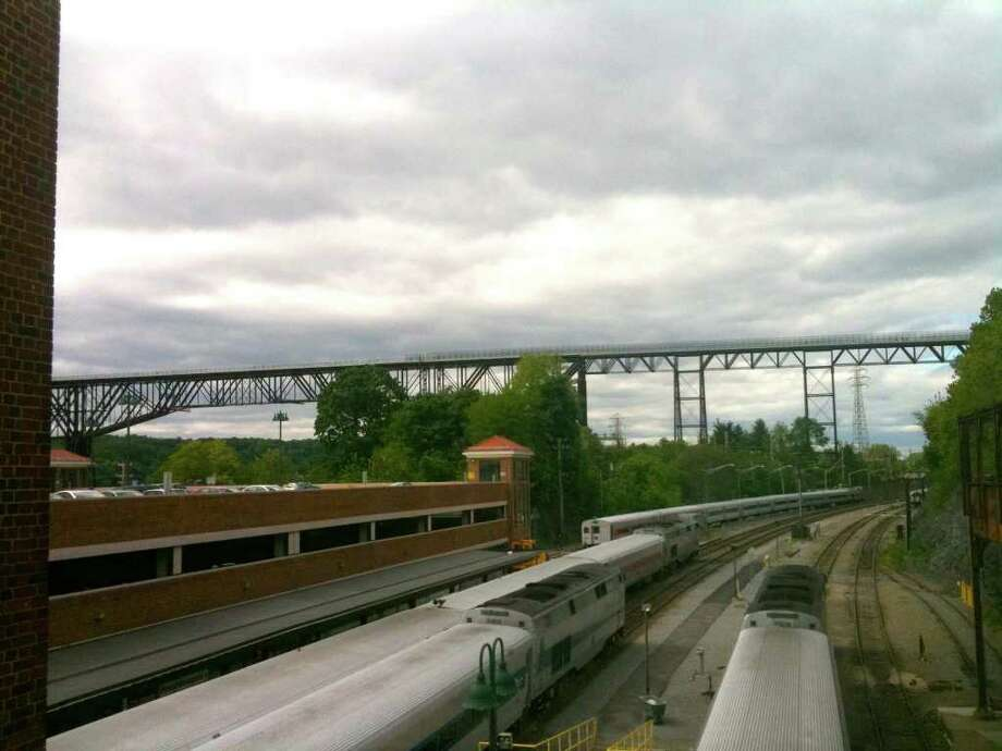Exterior: Hudson Walkway: From Rail To Trail