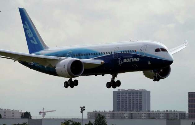 The Boeing 787 Dreamliner prepares to land at Paris Bourget airport for the 49th Paris Air Show at le Bourget airport, east of Paris, Tuesday June 21, 2011. Photo: Francois Mori, AP / AP
