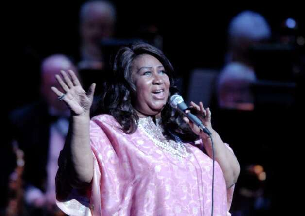 Aretha Franklin performs at the Palace Theatre in Stamford in this May 2007 file photo. Franklin fractured a toe last week when she had a misstep in one of her favorite high-heeled designer shoes, but went on to perform Saturday night in Greenwich. Photo: File Photo / Stamford Advocate File Photo