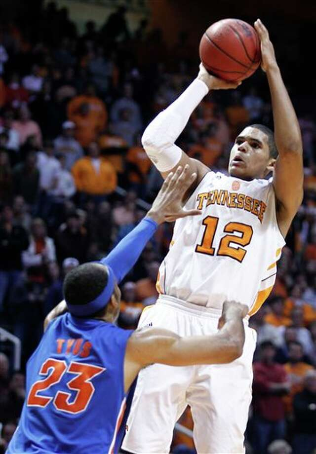 Tennessee's Tobias Harris (12) shooting over Florida's Alex Tyus (23) during the second half of an NCAA college basketball game,  in Knoxville, Tenn.  Harris is a top prospect in the 2011 NBA draft. (AP Photo/Wade Payne, File) Photo: Associated Press