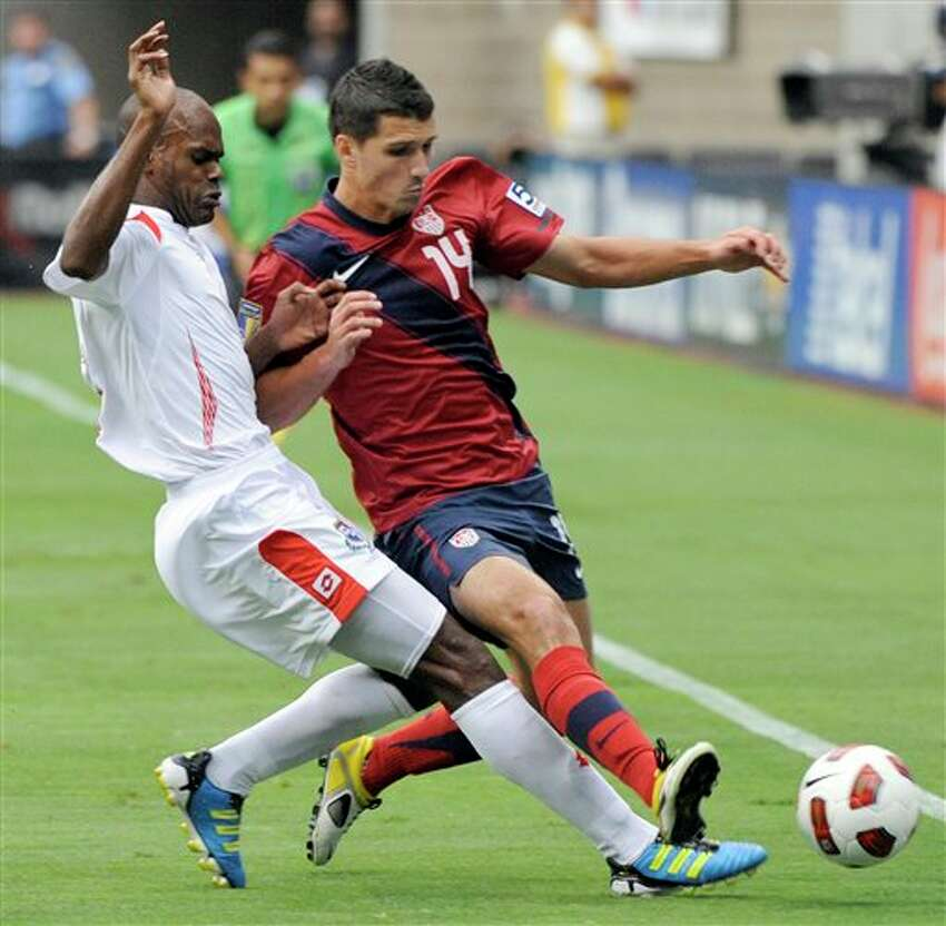 Panama's Adolfo Machado, left, and United States' Eric Lichaj compete for the ball during the first half of a CONCACAF Gold Cup semifinal soccer match Wednesday, June 22, 2011, in Houston. (AP Photo/Dave Einsel)