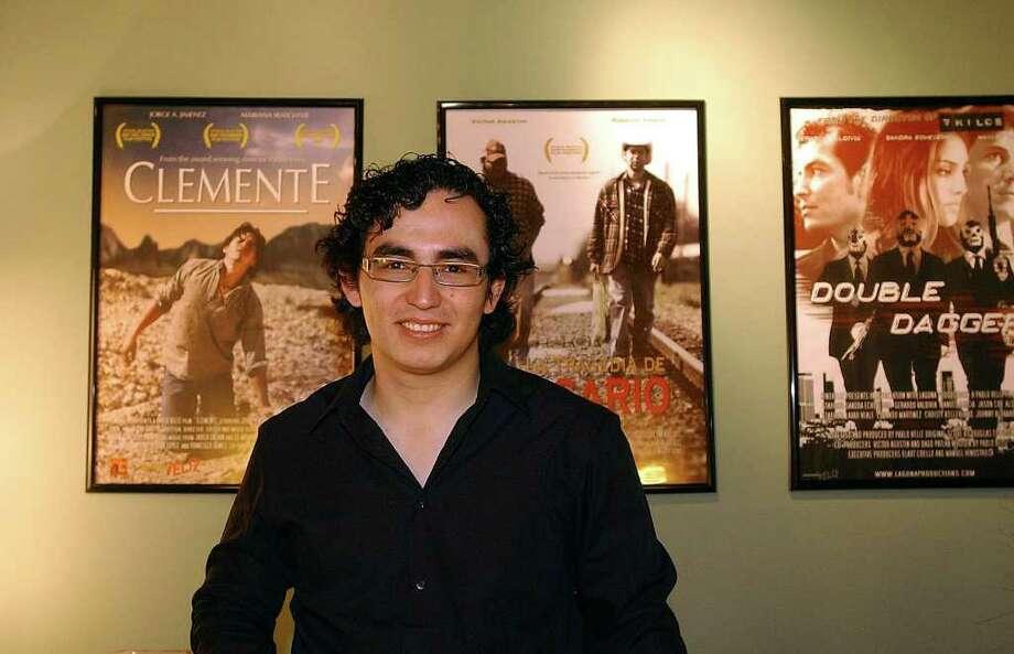CONEXION: Local filmmaker Pablo Veliz splits his time between San Antonio and Los Angeles.  Helen L. Montoya/Staff Photo: HELEN L. MONTOYA, Helen L. Montoya/Staff / SAN ANTONIO EXPRESS-NEWS