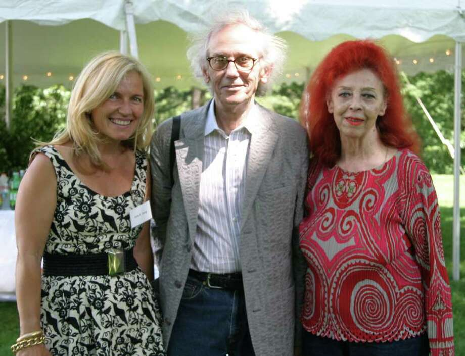 The artist couple Christo, center, with his late wife Jeanne-Claude, right, pose with Helen Klisser During of the Westport Arts Center in 2009. Christo returns to Westport Thursday for the opening of an exhibit of drawings and other materials made in planning his next two outdoor mega-projects. Photo: Contributed Photo / Westport News