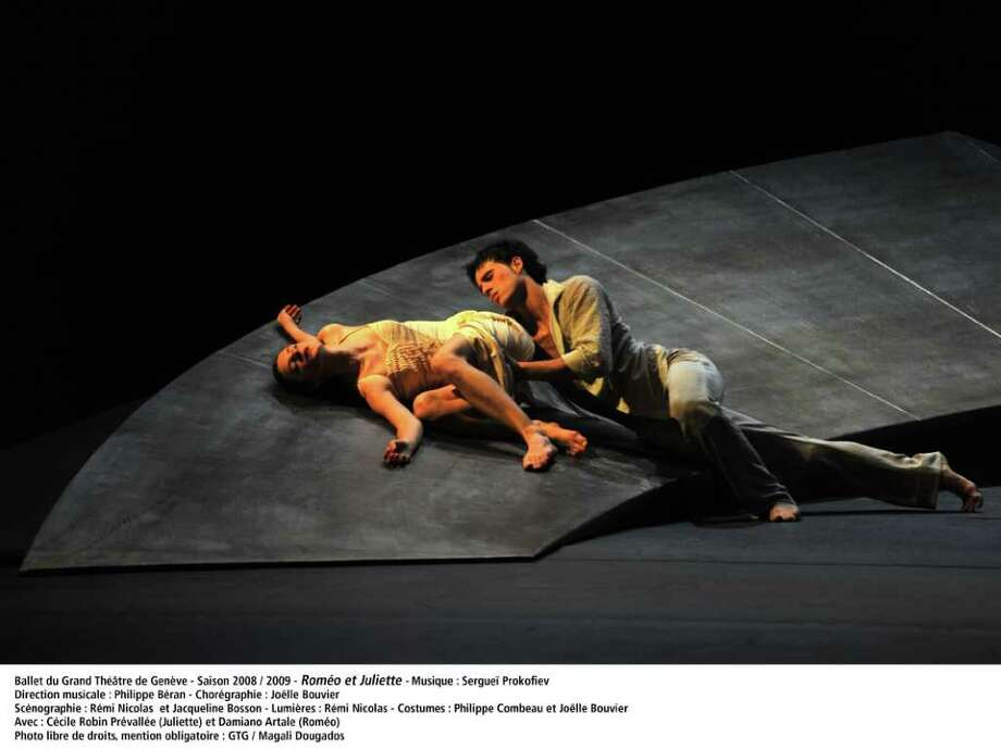 Ballet du Grand Theatre de Geneve in Romeo and Juliet; photo Magali Dougados