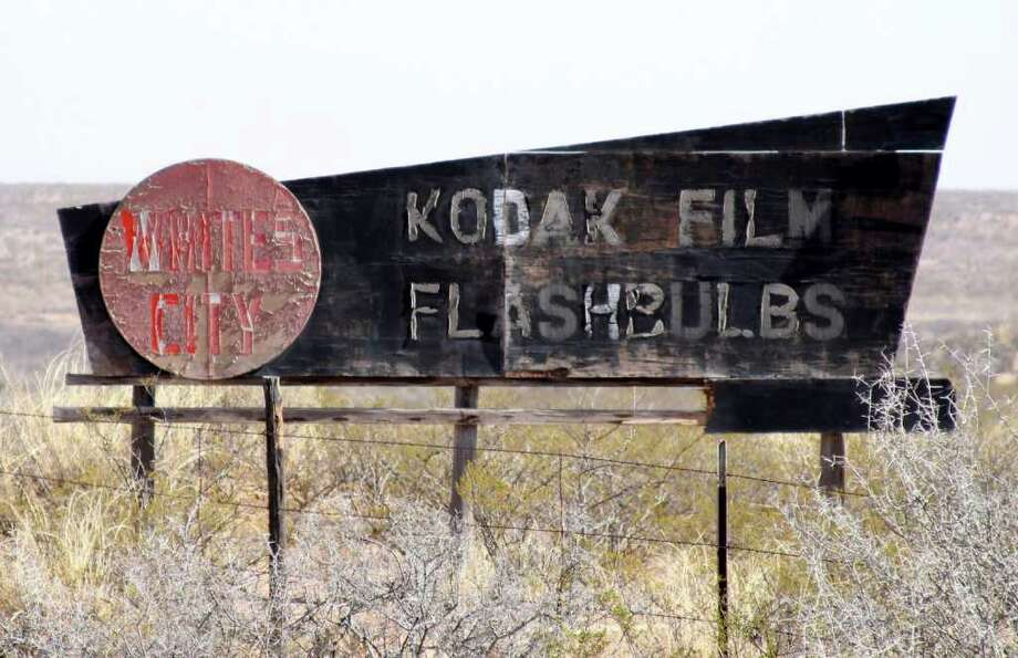 This fading road sign along US 285 on the way to Carlsbad Caverns is a victim of the digital photography revolution. Photograph by Forrest M. Mims III. Photo: FORREST M MIMS 111 / ALL RIGHTS RESERVED.