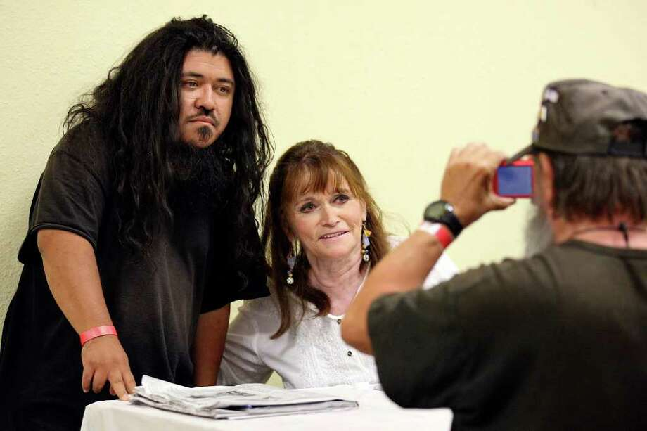 Dennis Belcher, 66, (right) photographs his son Tim Belcher, 39, with Margot Kidder, who played Lois Lane in the Superman movies. Photo: Edward A. Ornelas/Express-News / © SAN ANTONIO EXPRESS-NEWS (NFS)