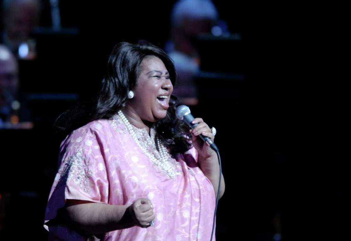 """""""Queen of Soul"""" Aretha Franklin sings in 2007 at the Palace Theatre in Stamford. Franklin performed at Matt Dalio's China Care benefit concert at the Belle Haven Club June 18 despite a broken toe. by Paul Desmarais/ Staff Photo"""