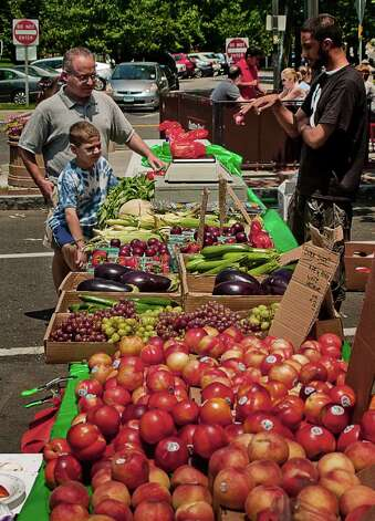 The rain held off for Stamford's French Market June 25. Photo: Mike Macklem / Hearst Connecticut Media Group
