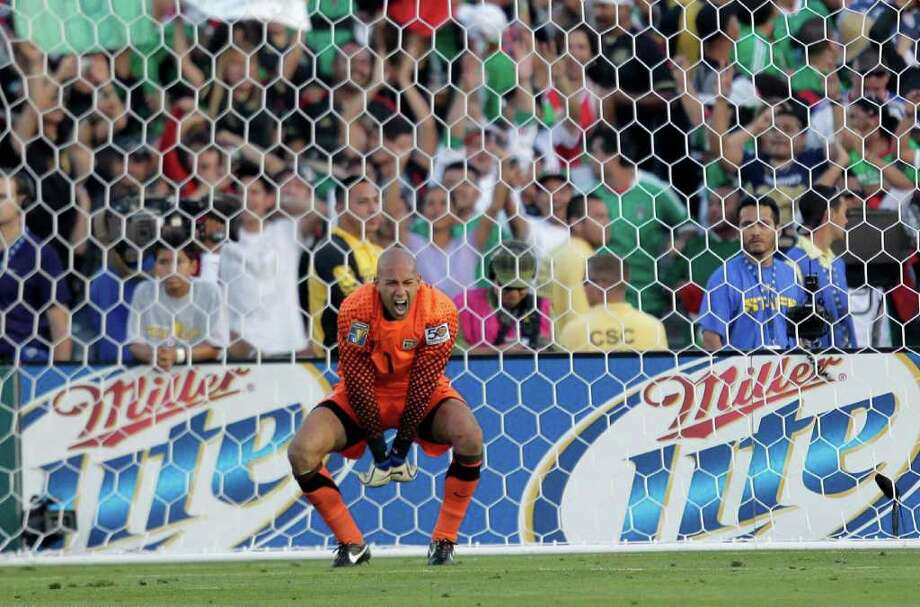 U.S. goalkeeper Tim Howard reacts after Mexico's Giovani Dos Santos scored against him during the second half of the CONCACAF Gold Cup soccer final at the Rose Bowl in Pasadena, Calif., Saturday, June 25, 2011. (AP Photo/Jae C. Hong) Photo: Associated Press