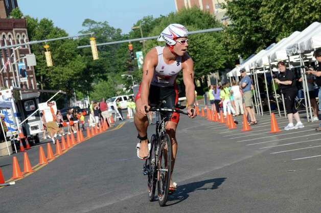 Andrew Kalley, of New York, competes in the Stamford KIC IT Triathlon in Columbus Park Sunday June 27, 2010. The race features a mile swim off of Cummings Beach followed by a 24.8 mile bike throughout the city and a 6 mile run finishing at Columbus Park. The event drew more than 500 athletes raising money for Greenwich based Kids in Crisis. Photo: Amy Mortensen / Connecticut Post Freelance