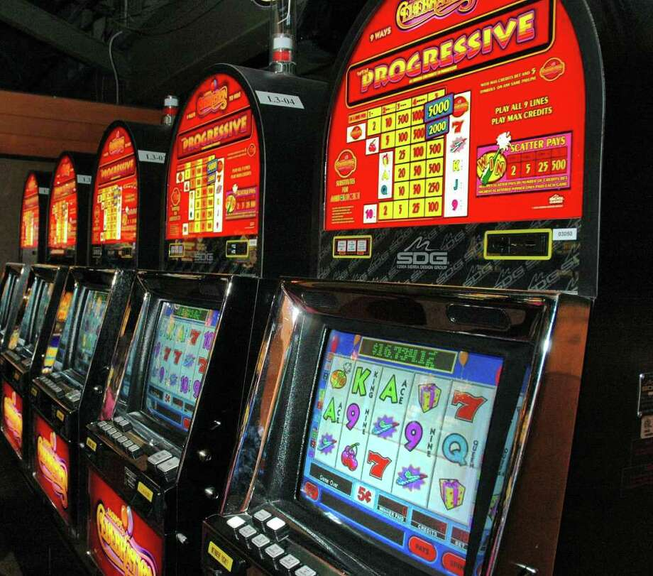 Video lottery terminals at Saratoga's Racino in 2006. Similar gaming machinery is being installed at Aqueduct by Genting. (John Carl D'Annibale / Times Union) Photo: John Carl D'Annibale / Albany Times Union