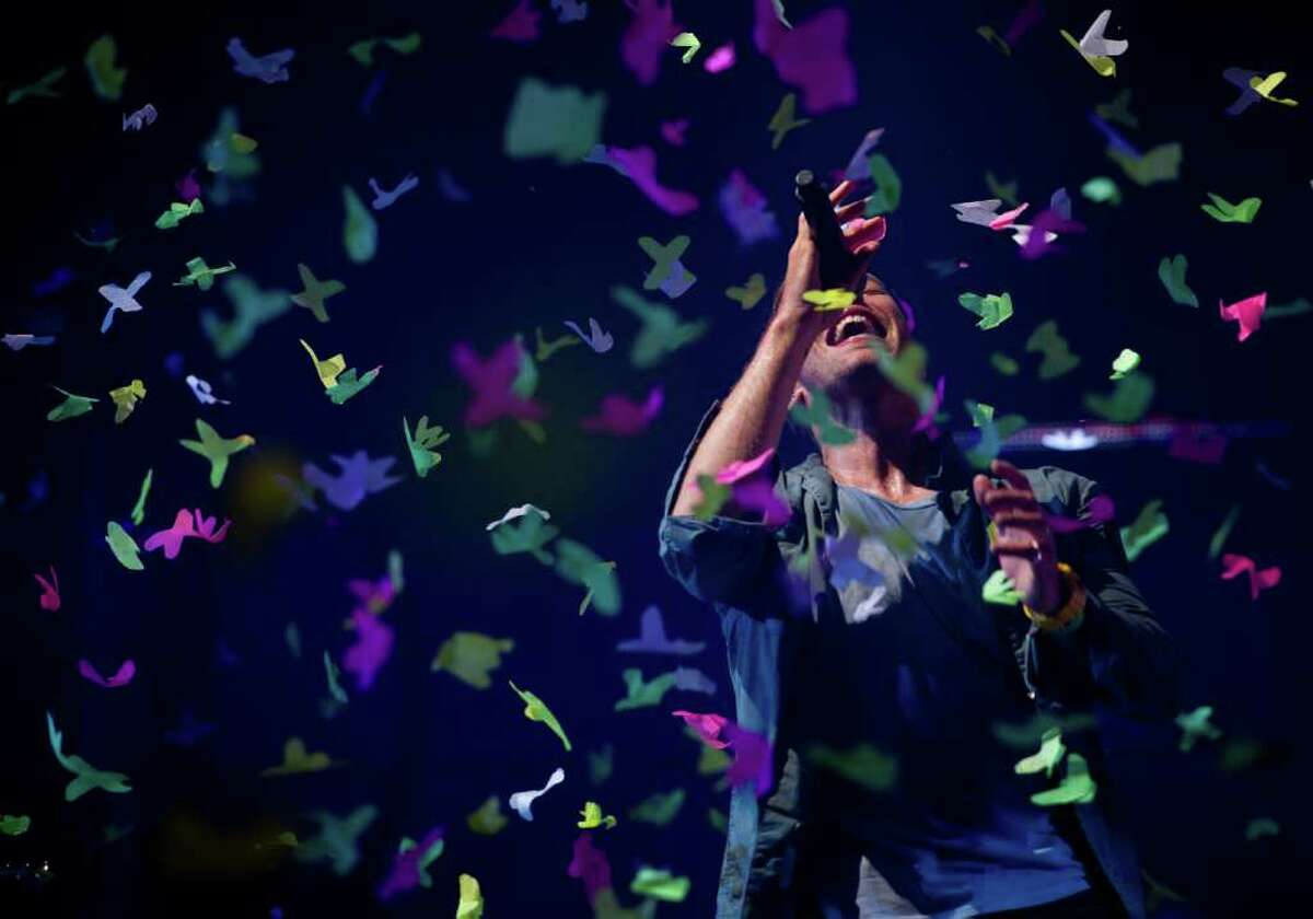 GLASTONBURY, ENGLAND - JUNE 25: Chris Martin of Coldplay performs live on the pyramid stage during the Glastonbury Festival at Worthy Farm, Pilton on June 25, 2011 in Glastonbury, England. (Photo by Ian Gavan/Getty Images)