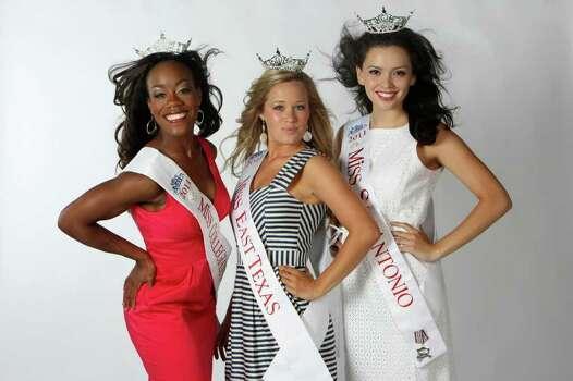 Selina Affram, Miss Collegiate San Antonio; Jennifer Peter, Miss East Texas; and Domonique Ramirez, Miss San Antonio HELEN L. MONTOYA/hmontoya@express-news.net Photo: HELEN L. MONTOYA, San Antonio Express-News / SAN ANTONIO EXPRESS-NEWS