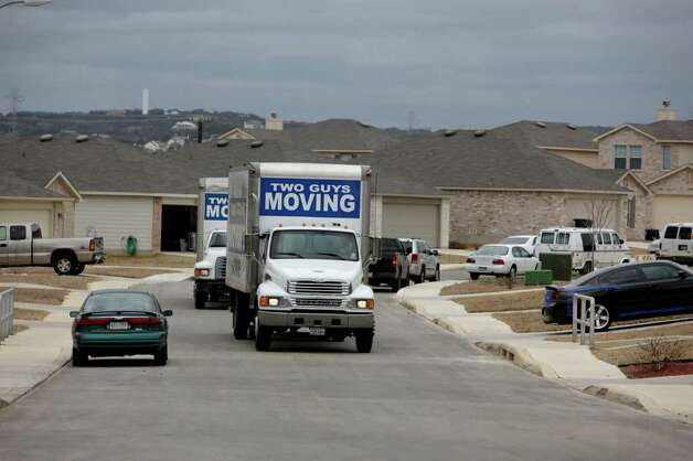 METRO -- Homeowners vacate their belongings as they move out of the Northwest Side neighborhood of Rivermist, Wednesday, Jan. 27, 2010. The city suspended the certificate of occupancy for 25 homes in the Rivermist and The Hills of Rivermist neighborhood after a weekend hillside gave way to a landslide. The threat of rain in the coming days has residents and officials concerned for the landslide-affected area.  JERRY LARA/glara@express-news.net Photo: JERRY LARA, San Antonio Express-News / glara@express-news.net