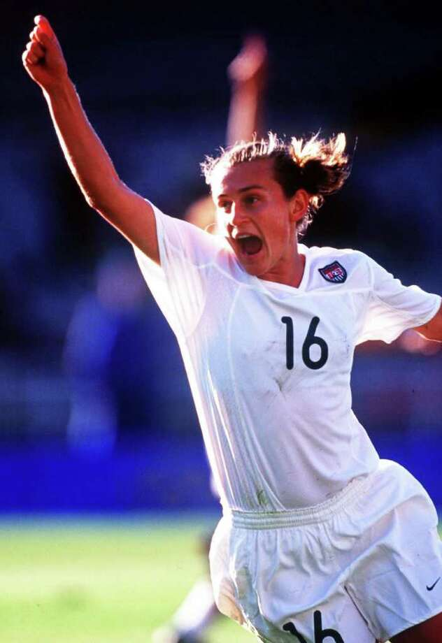 Tiffeny Milbrett of the USA celebrates after scoring the first goal of the match against Norway during the Olympic Women's Preliminary match on September 14, 2000 at the Melbourne Cricket Ground in Melbourne, Australia. Photo: Hamish Blair, Getty Images / Getty Images AsiaPac