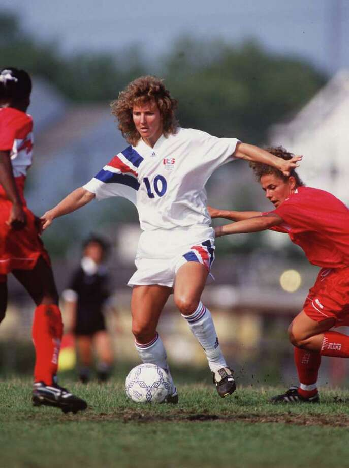 Michelle Akers-Stahl of of the U.S. plays against Canada in 1993. Photo: Rick Stewart, Getty Images / Getty Images North America