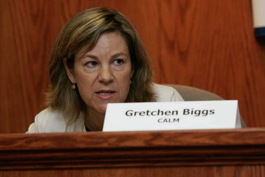 Citizens Against Leaf Blower Mania representative Gretchen Biggs addresses the audience Tuesday evening, June 28, 2011 during a League of Women Voters debate on instituting an ordinance against leaf blowers. Photo: David Ames, David Ames/For Greenwich Time / Greenwich Time Freelance