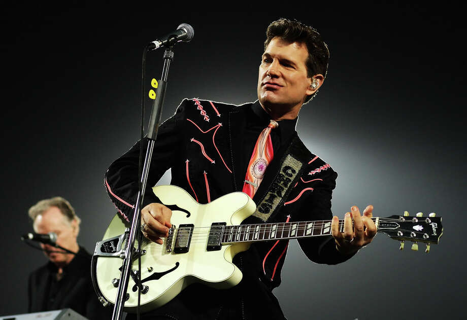 Chris Isaak  / 2009 Getty Images