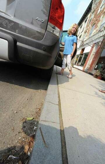 Granite curbing knifes tires