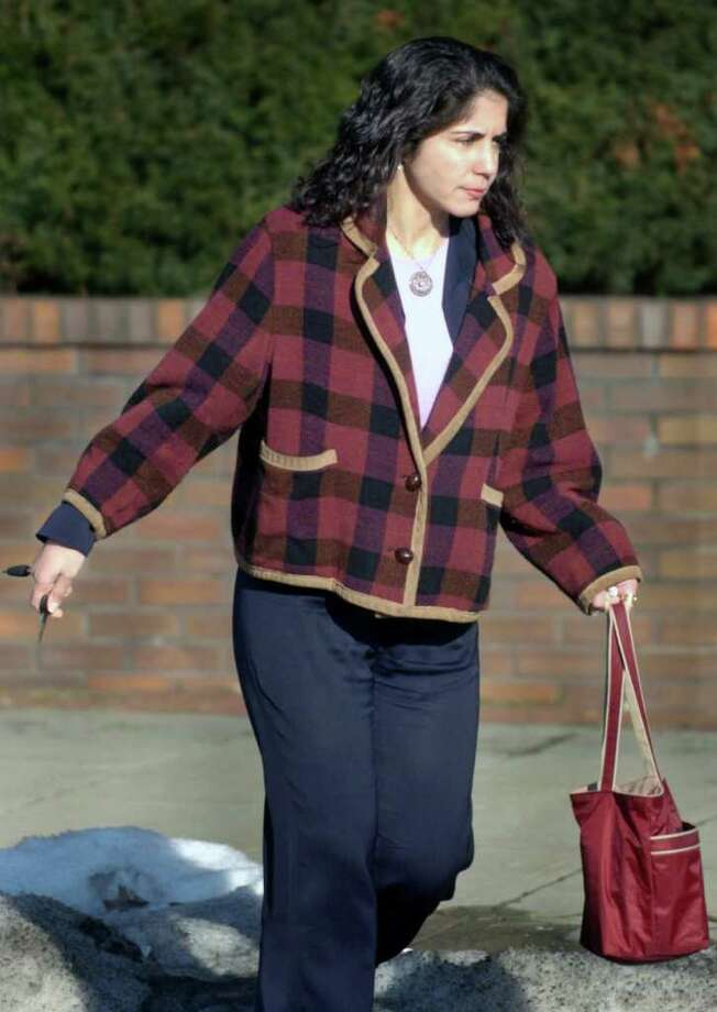 FILE – Sheila Davalloo walks to her car from the Westchester County Courthouse in 2004 after the day's proceedings in her attempted murder trial of husband Paul Christos ended. Davalloo is suspected of killing Anna-Lisa Raymundo in Stamford in 2002. Photo: File Photo / Stamford Advocate File Photo