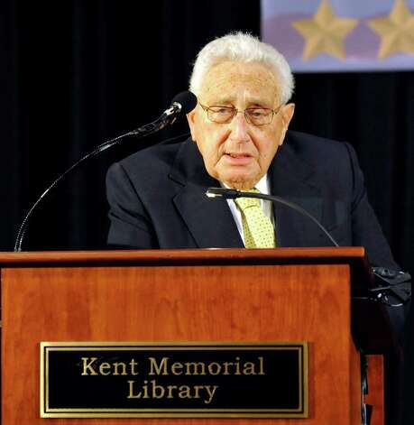 Henry Kissinger introduces General Colin Powell at the Kent Center School during the Kent Lecture Series at the Library, Sunday, July 3, 2011. Photo: Michael Duffy