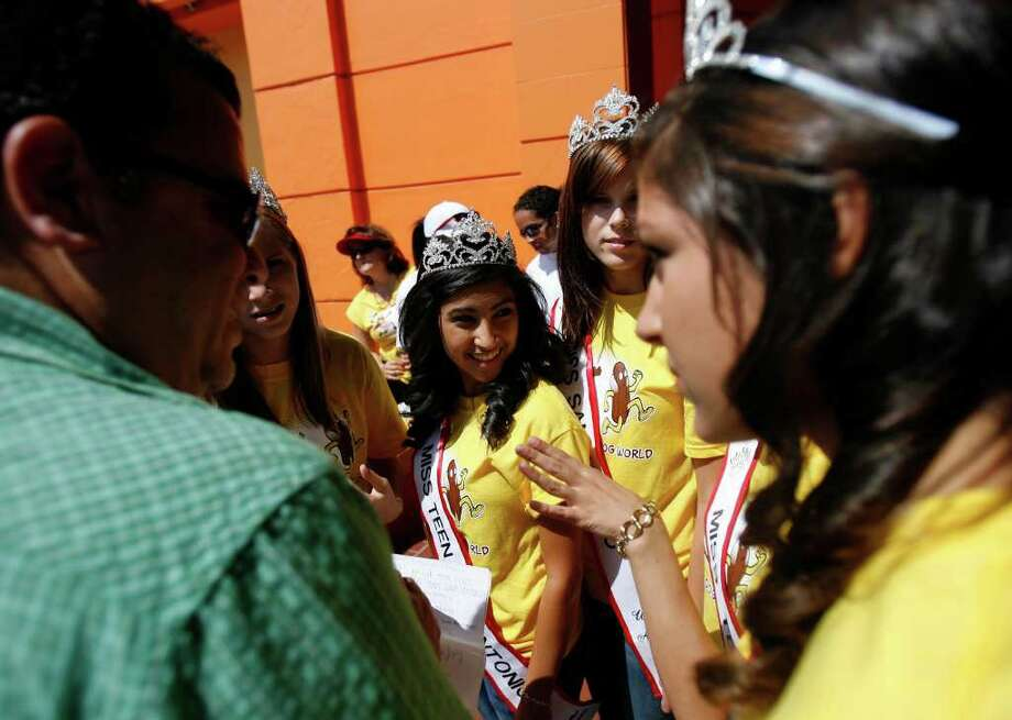 Beauty Queens from the Texas United America Pageant take part in the Salute to America festivities, the free concert celebrating 4th of July at Wonderland of the Americas mall on Sunday, July 3, 2011. Photo: Omar Perez/operez@express-news.net / SAN ANTONIO EXPRESS-NEWS