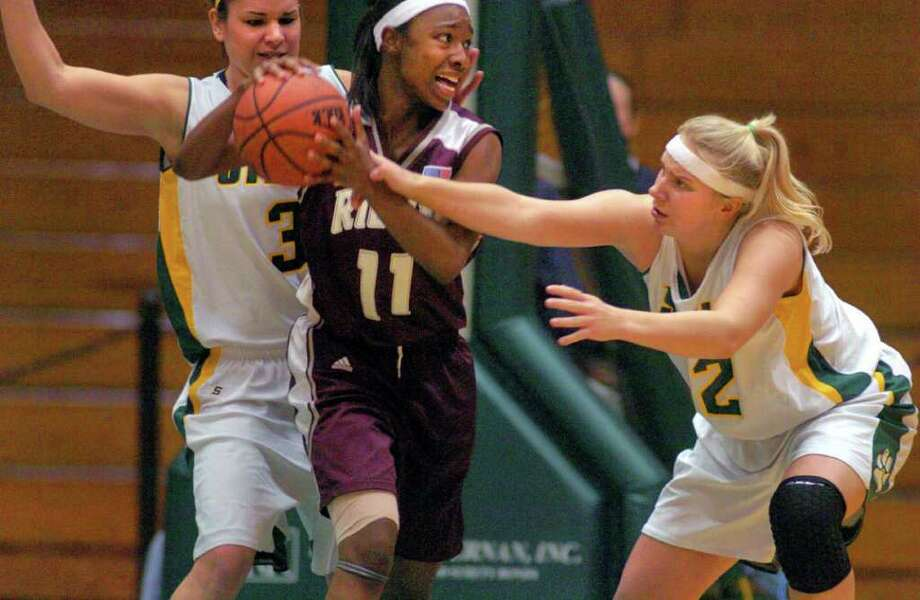 Kara Borel, center, shown in a 2005 game against Siena while she was playing for Rider College in New Jersey, stopped in Albany while on the way to bicycle to 48 state capitals to raise funds for charity. Times Union Archive Photo: PHILIP KAMRASS / ALBANY TIMES UNION