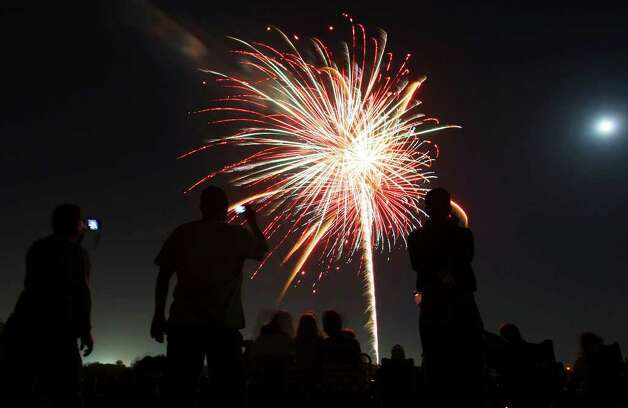 Fireworks fill the sky during the Lackland AFB 31st Annual Star-Spangled Festival held Saturday, July 4, 2009. Photo: Edward A. Ornelas/eaornelas@express-news.net / eaornelas@express-news.net