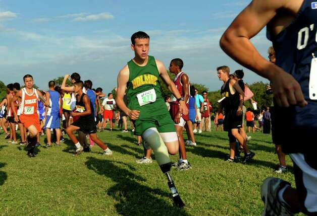 Matthew Patino of Holmes High School runs in a cross country race at Mission County Park on Sept. 15, 2010. Patino lost his right leg to cancer. Photo: Billy Calzada/gcalzada@express-news.net / gcalzada@express-news.net