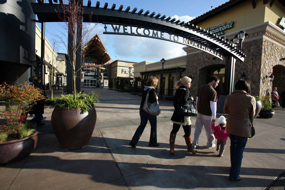 The west plaza entrance to Northgate Mall, between The Ram brew pub at left and Macaroni Grill. Nov. 20, 2007. Photo: Seattlepi.com File