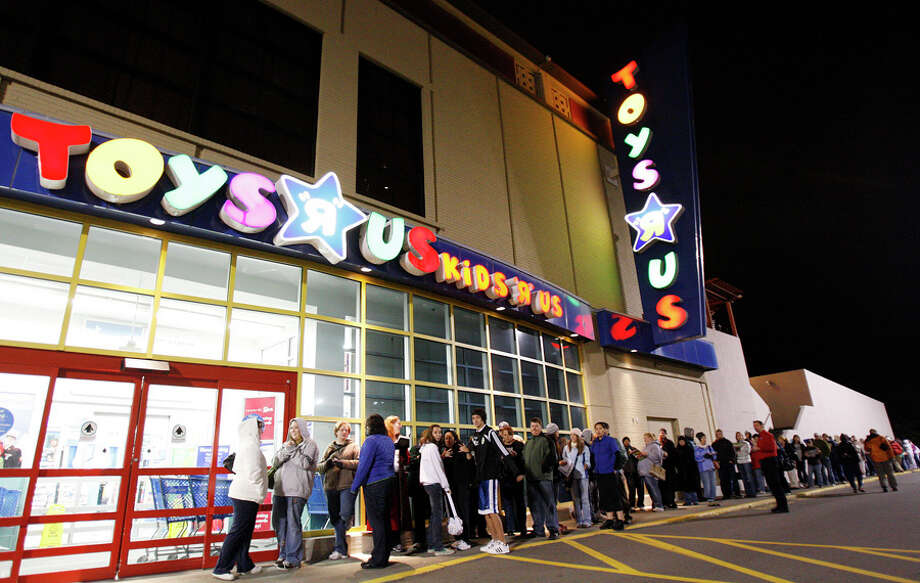 Shoppers line up for the opening of Toys R Us at Northgate mall on the day known as Black Friday, 2008. For decades, that location was an Ernst hardware store. Photo: Seattlepi.com File