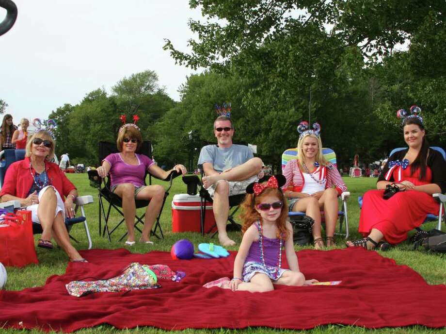 Carol Seeley, Michelle, Steve and Hayley Hewitt, Emilie Daun and Emma Gustfasson gather during New Canaan's Family Fourth last weekend. Photo by Kristen Riolo. Photo: Contributed Photo