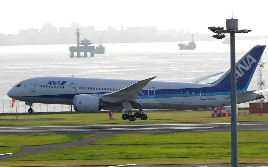 A Boeing 787 Dreamliner lands at Tokyo's Haneda International Airport on Sunday, July 3, 2011. Photo: AP