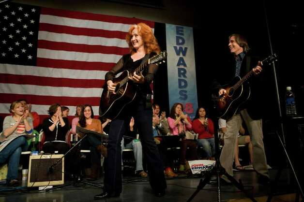 Bonnie Raitt and Jackson Browne campaign for Edwards on November 20, 2007, in Grinnell, Iowa. Photo: David Lienemann, Getty Images / 2007 Getty Images