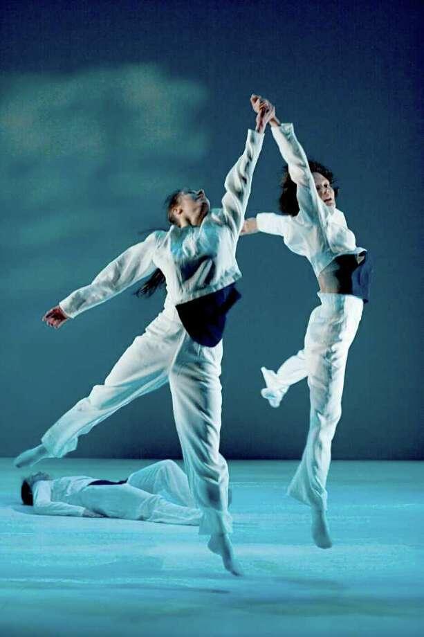 Westward Ho! chor: Tero Saarinen, dance: Satu Halttunen, Ninu Lindfors, Maria Nurmela (Sakari  Viika) Photo: Photo A(c) Sakari  Viika / Photo © Sakari Viika e-mail: sakari.viika@pyrstotahti.com tel: +358-(0)400-449 532