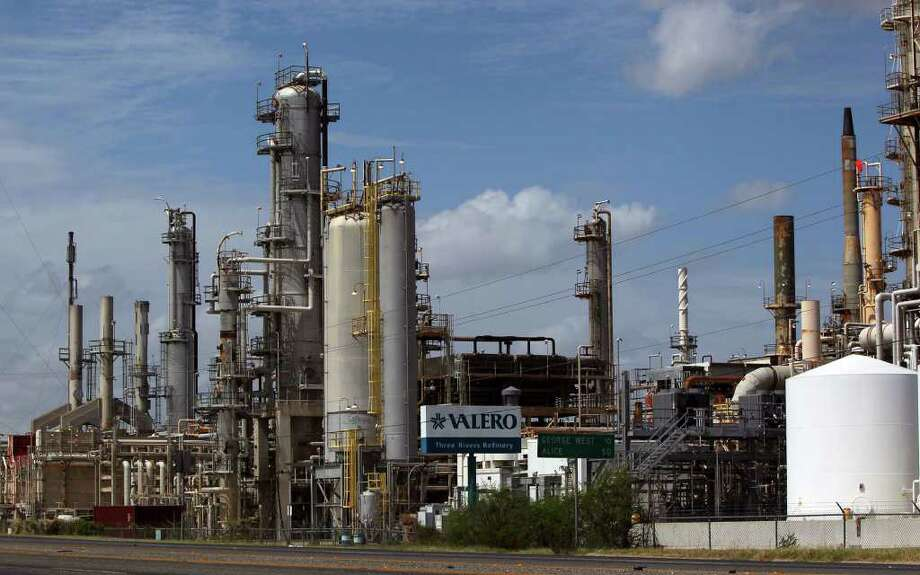 The Valero Three Rivers Refinery in Three Rivers, Texas between San Antonio and Corpus Christi refines a lot of oil from the Eagle Ford shale formation where the process of hydraulic fracturing is taking place. Photo: JOHN DAVENPORT/jdavenport@express-news.net