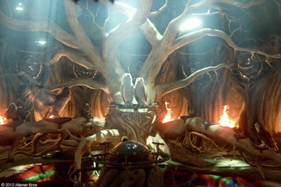"(Center) Boron and Barran in ""Legend of the Guardians: The Owls of Ga'Hoole."" Photo: Courtesy Of Warner Bros. Entertainment, Simon Cardwell / © 2010 Warner Bros. Entertainment Inc. - U.S., Canada, Bahamas & Bermuda © 2010Village Roadshow Films (BVI) Limited – All Other Territories"