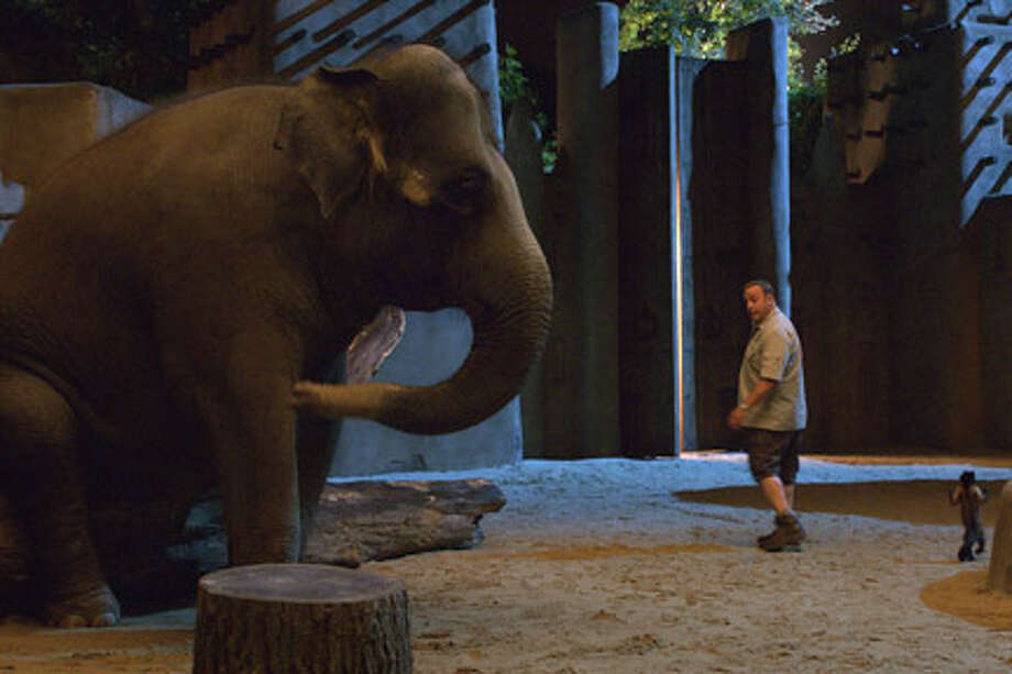 "Kevin James as Griffin Keyes in ""Zookeeper."""