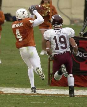 SPORTS   ---   The Longhorns' Roy Williams comes down with a touchdown pass Friday Nov 29, 2002 at Darrrell K. Royal-Texas Memorial Stadium in Austin as the Aggies' Jaxson Appel persues him during the fourth quarter of the annual cross-state rivalry game. The touchdown gave Williams the school record for single season touchdown receptions with a total of ten.     (WILLIAM LUTHER/STAFF) Photo: WILLIAM LUTHER, SAN ANTONIO EXPRESS-NEWS / SAN ANTONIO EXPRESS-NEWS