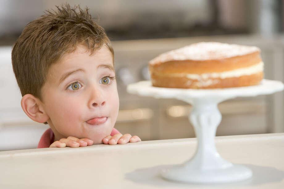 Child looking at cake Fotolia Photo: Fotolia