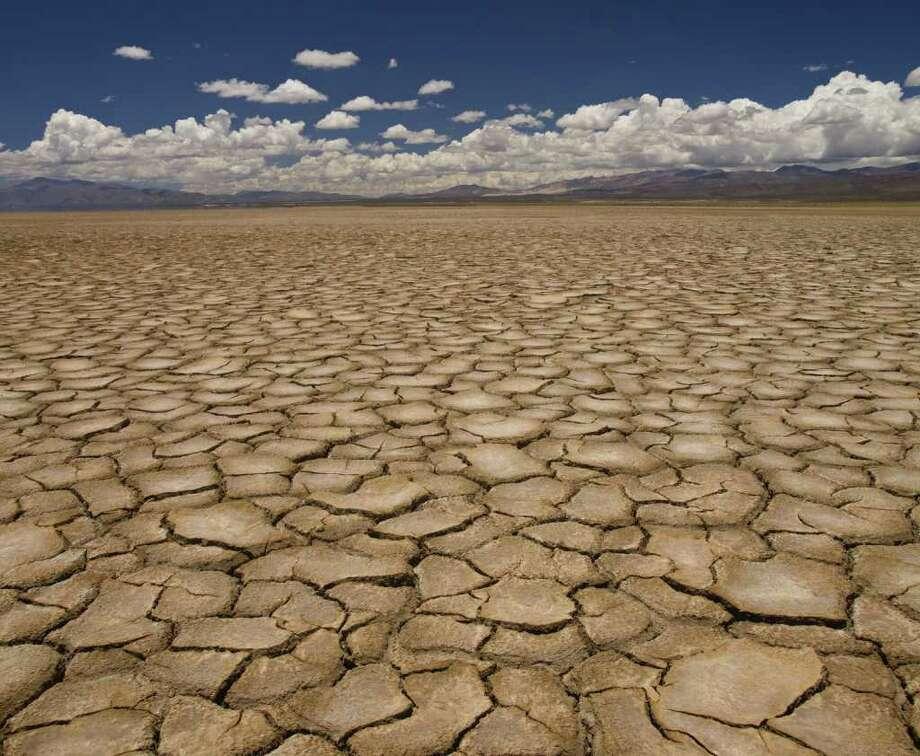 Large field of baked earth after a long drought. Photo: Antonprado / Anton Prado PHOTO - Fotolia
