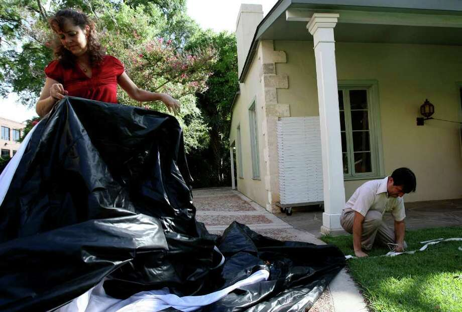 Slab Cinema founders Rick and Angela Martinez set up their inflatable screen at the Witte recently. Their outdoor movie business is thriving. Photo: HELEN L. MONTOYA, San Antonio Express-News / SAN ANTONIO EXPRESS-NEWS