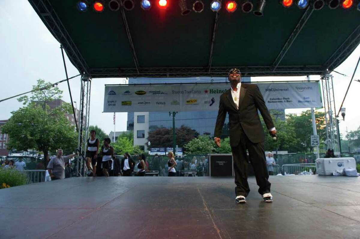 MC Hammer at Alive@Five in Columbus Park July 7, 2011.