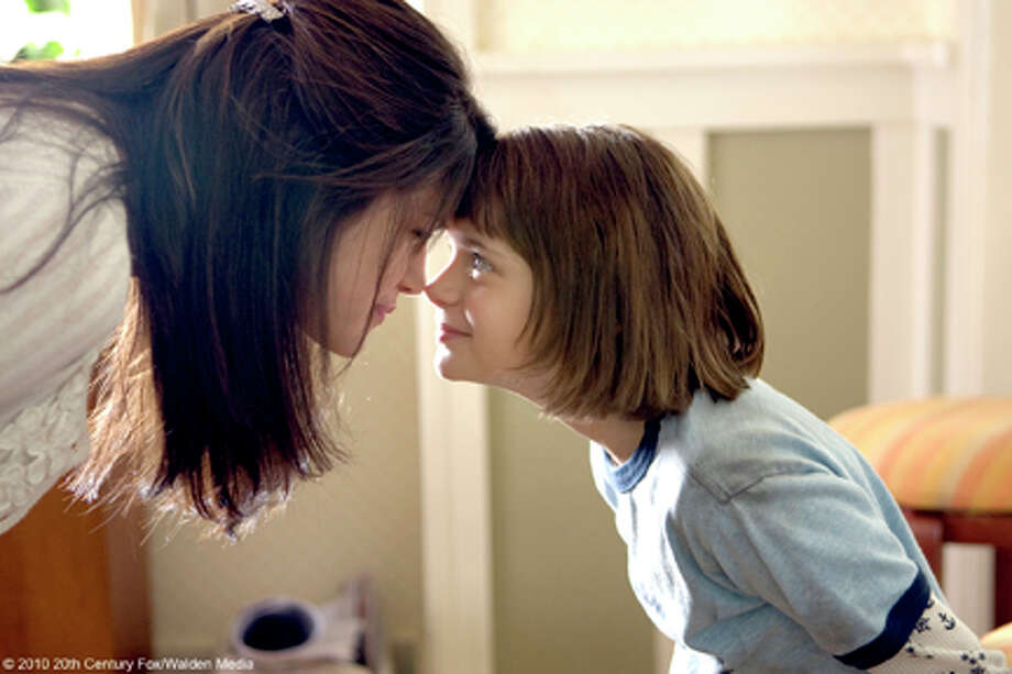 "(L-R) Selena Gomez as Beezus and Joey King as Ramona in ""Ramona and Beezus."" Photo: ALAN MARKFIELD / TM and © 2010 Twentieth Century Fox and Walden Media, LLC.  All rights reserved.  Not for sale or duplication."
