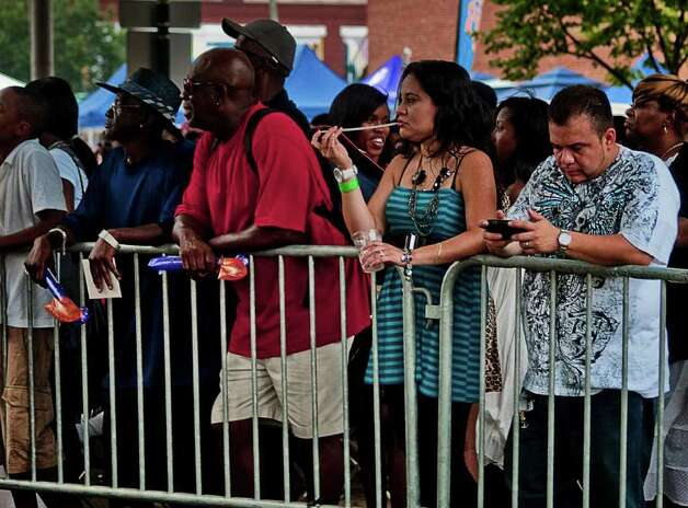 MC Hammer drew a large crowd to Stamford's Alive at 5 on July 7. Photo: Mike Macklem / Hearst Connecticut Media Group